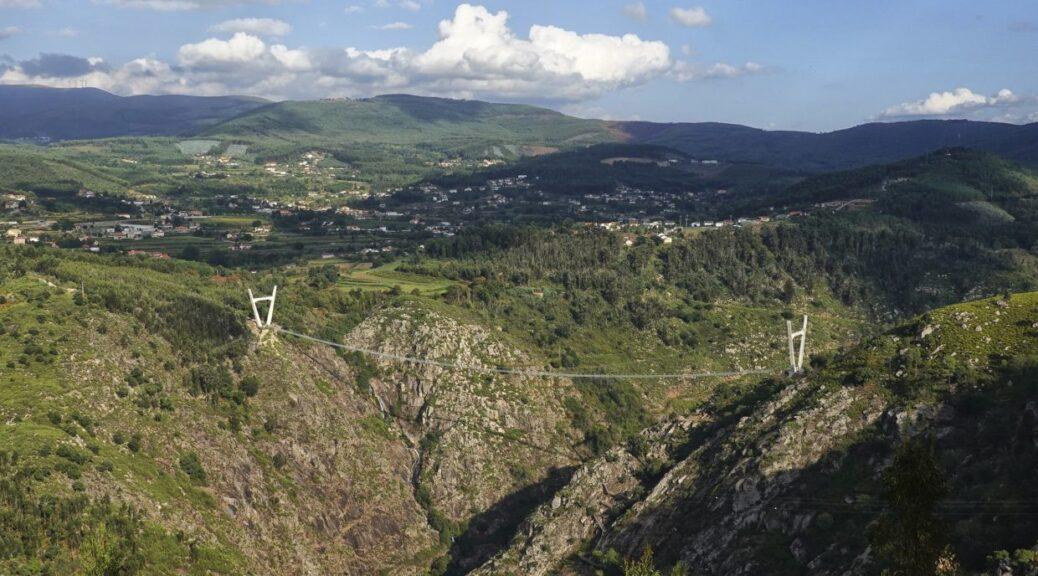 Chcesz przespacerować się najdłuższym mostem wiszącym w Europie? Zapraszamy do Portugalii!
